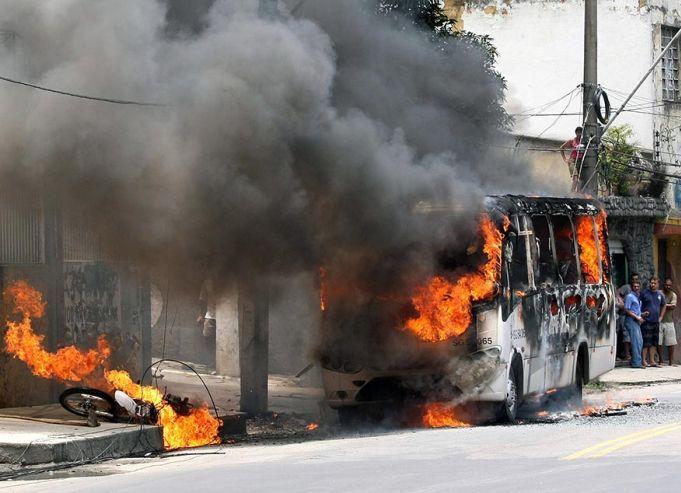 Война с наркомафией в трущобах Рио-де-Жанейро (19 фото)