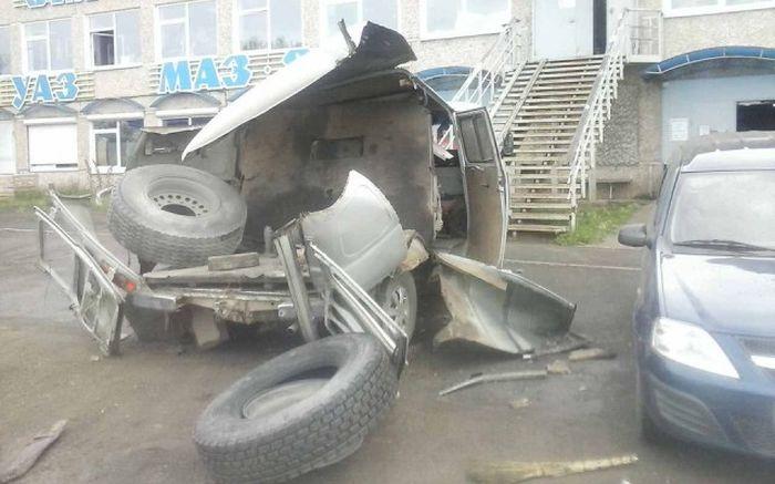 Последствия взрыва колеса (3 фото)