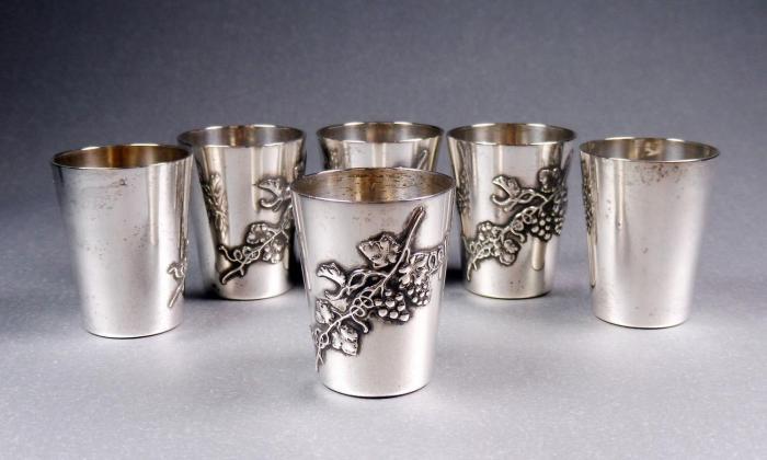 Рюмка и стопка из серебра: учимся различать столь схожие посудные изделия (5 фото)