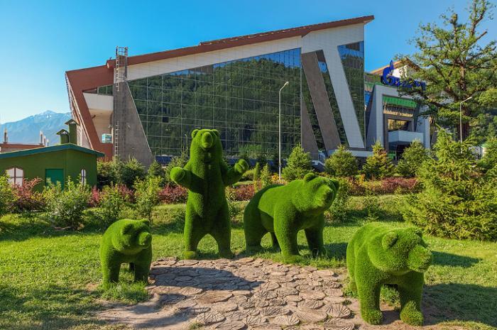 Удивительные зеленые скульптуры сочинского парка (12 фото)