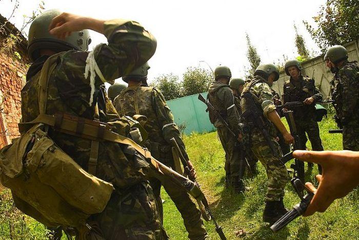 Сотрудники спецназа во время теракта в Беслане