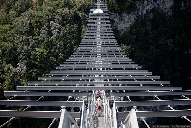 Как выглядит самый длинный пешеходный подвесной мост (31 фото)