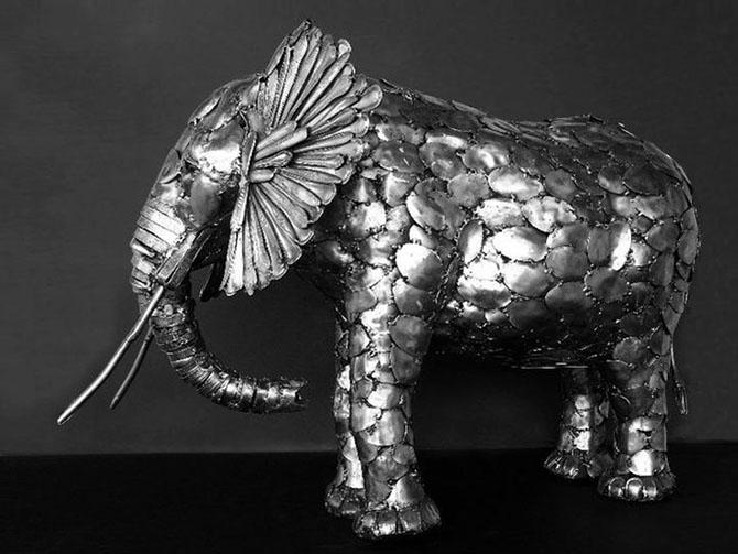 Скульптуры из столовых приборов (15 фото)