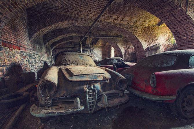 Автопарк ретро автомобилей «Альфа-Ромео» в подземелье (10 фото)