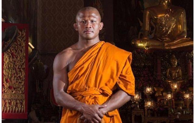 Чемпион мира по тайскому боксу стал буддийским монахом (19 фото)