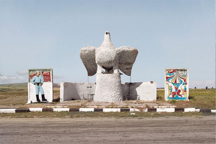 Советские автобусные остановки в объективе канадского фотографа (30 фото)