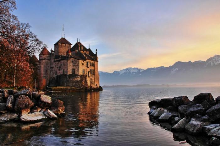 Шильонский замок: воспетый Байороном и Гюго (9 фото)