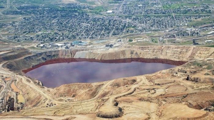 Как выглядит самое ядовитое озеро (3 фото)