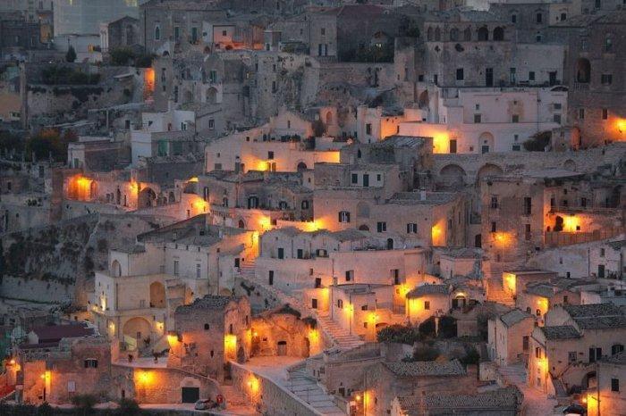 Старейший в мире пещерный город (11 фото)