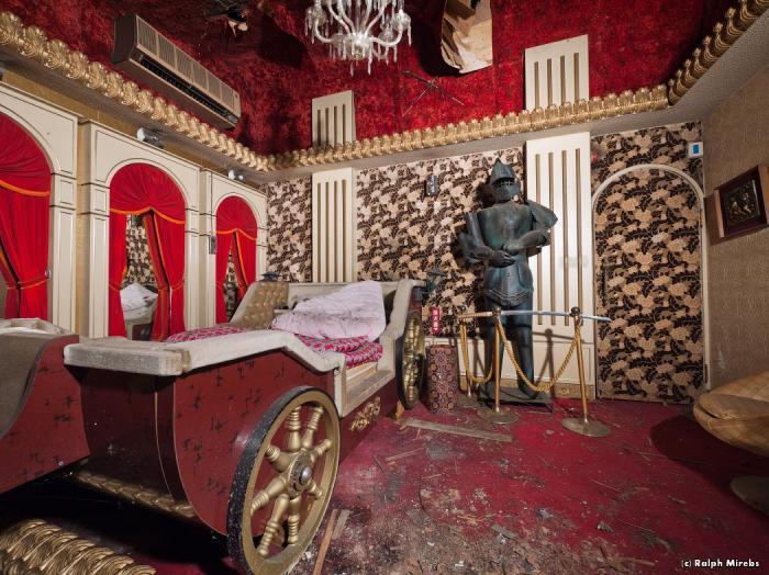 Отель для мёртвых (14 фото)