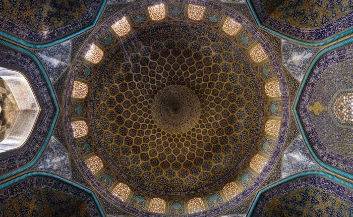 Гипнотическая красота иранских мечетей (8 фото)