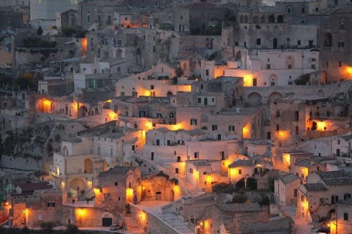 Старейший в мире пещерный город (9 фото)