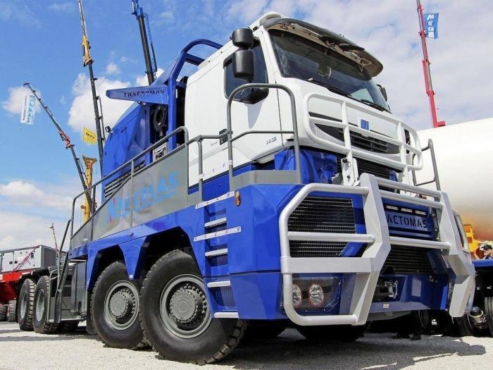 Tractomas TR 10x10 D100 - самый большой тягач в мире (14 фото)