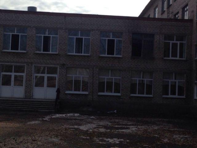 В Стерлитамаке 9-классник напал на учителя и одноклассниц (9 фото)