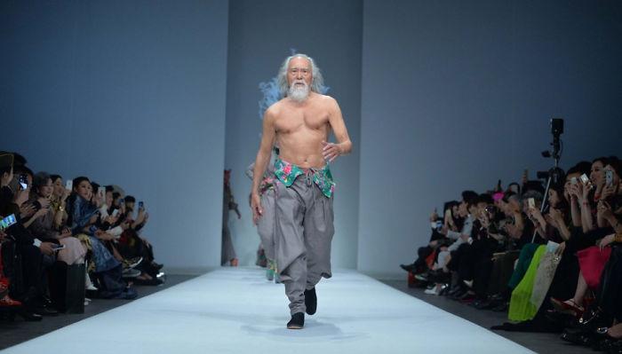 Как 80-летний дедушка моделью стал