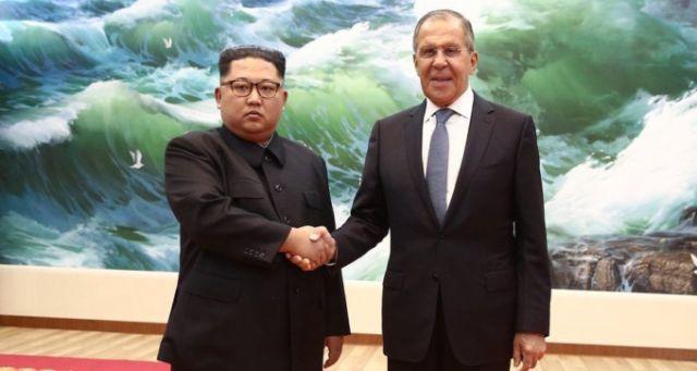 «Россия-1» пририсовала улыбку Ким Чен Ыну на фото с Лавровым (4 фото)