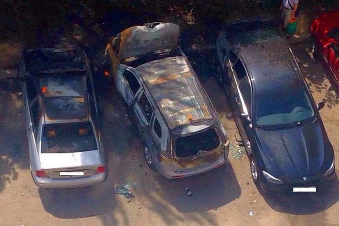 Празднование покупки автомобиля закончилось его поджогом (3 фото)