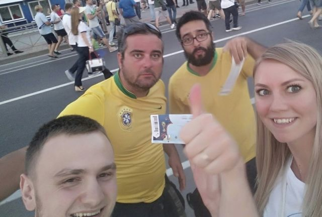 Бразильские болельщики удивили молодую пару из Ростова (3 фото)