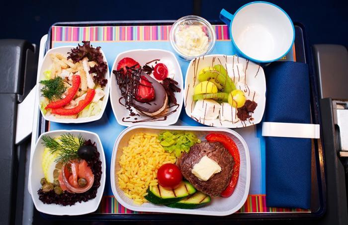 Чем кормят авиапассажиров премиум?классов? (5 фото)