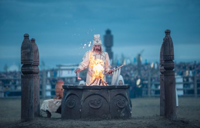 Празднование Ысыах - встреча солнца на Севере России (5 фото)