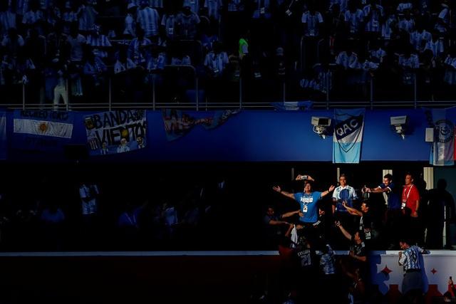 Марадона удивил весь мир своим поведением во время матча (9 фото)