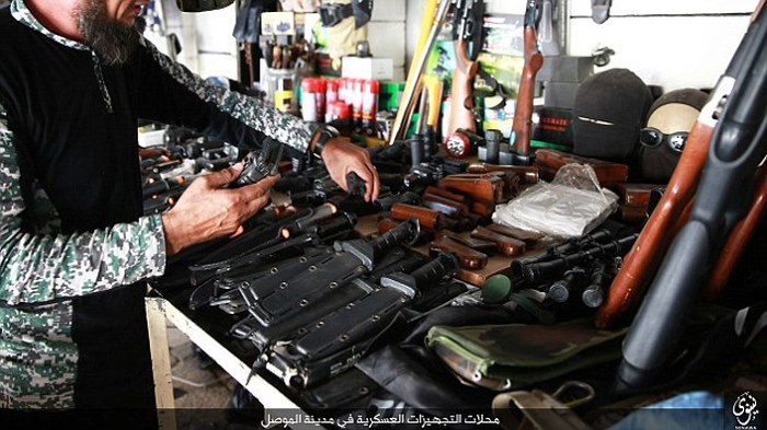 Оружейный магазин боевиков ИГИЛа (12 фото)
