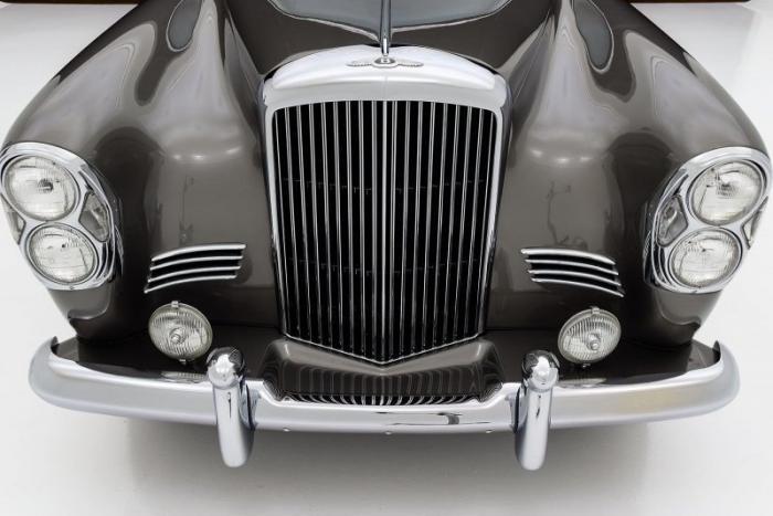 Эксклюзивный Bentley 1960 года c кузовом Mercedes-Benz (15 фото)