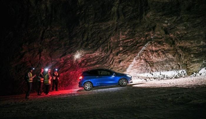 Гонка на Ford Fiesta ST в соляной шахте (1 фото)