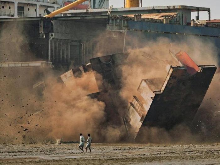 Последний порт: как работает кладбище кораблей в Бангладеше (8 фото)