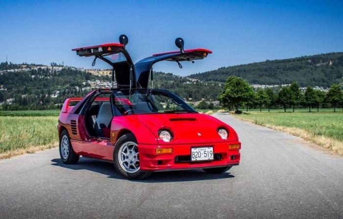 """Mazda Autozam AZ-1: маленький спортивный автомобиль с """"крыльями чайк"""