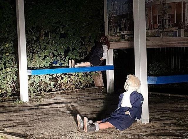 """Странные """"куклы?вуду"""" напугали жителей поселка (7 фото)"""