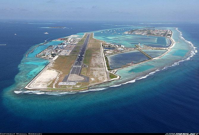 Аэропорт в океане (46 фото)