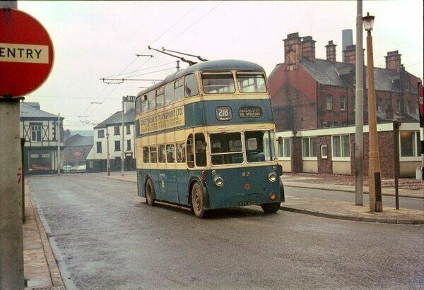 Двухэтажный троллейбус из СССР (4 фото)