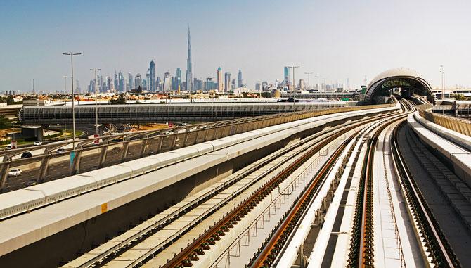 Метро без машинистов в Дубае (22 фото)