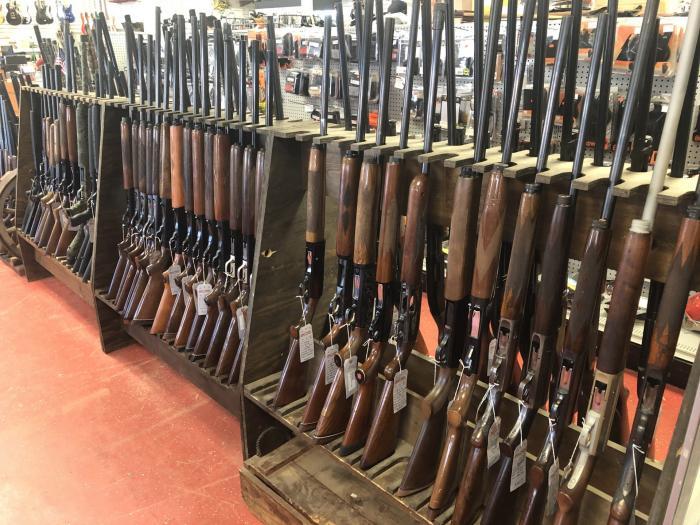 Оружие, которое можно купить в ломбарде в США (15 фото)