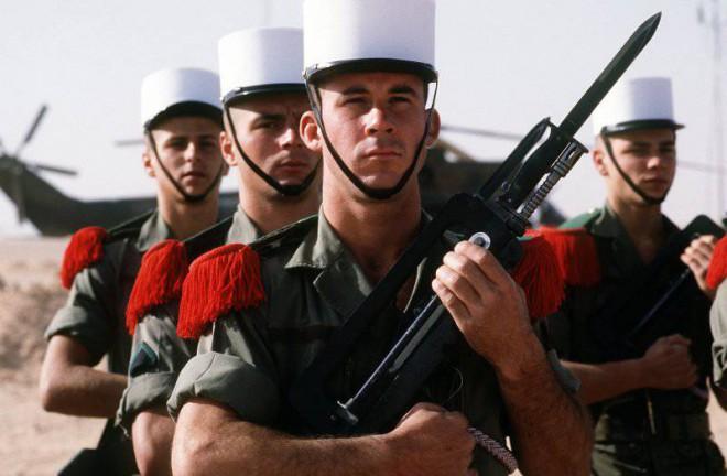 Служба русских во французском легионе (2 фото)