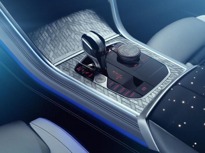 BMW 8 Series с кусками метеорита  (14 фото)