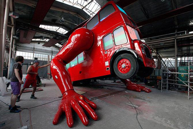 Отжимающийся автобус  (8 фото)