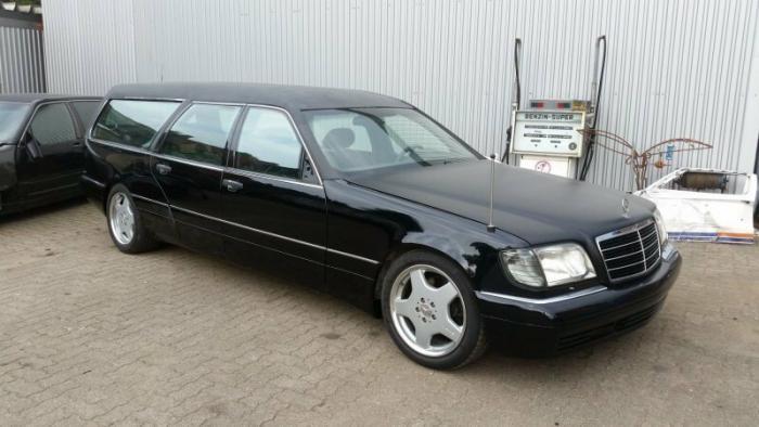 Mercedes-Benz W140 превратили в катафалк с кожаной крышей (10 фото)