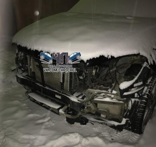 В Челябинске разобрали внедорожник Mercedes за ночь (6 фото)