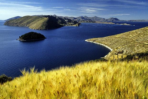 8 удивительных озер мира (8 фото)