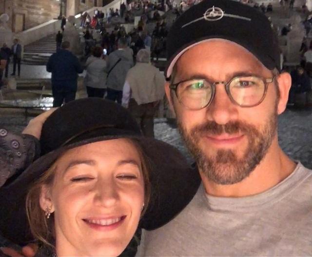 Райан Рейнольдс забавным образом поздравил жену с 32-летием (3 фото)