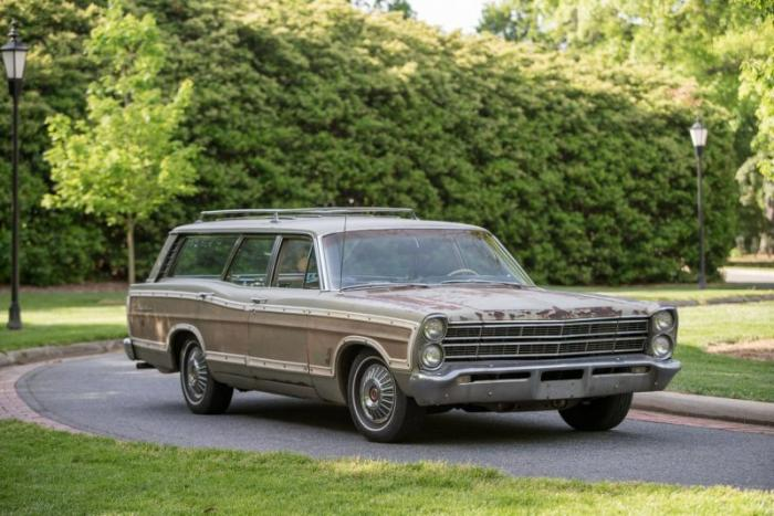 Ford Country Squire 1967 года, построенный с двигателем V8 (20 фото)
