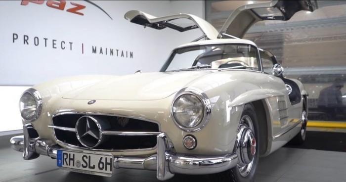 65-летний Mercedes-Benz Gullwing сияет (4 фото)