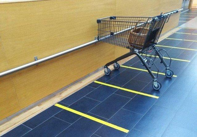 Примеры того, как в магазинах позаботились о вашем комфорте (15 фото)